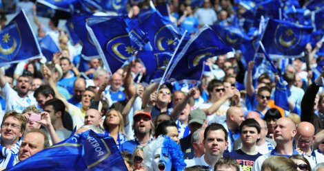 Portsmouth-fans-flags_2684933