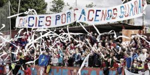 La grada de La Cruz, casa del UC Ceares, en un partido de la fase de ascenso a Segunda B | Foto: Pedro Samara, Fútbol Asturiano.