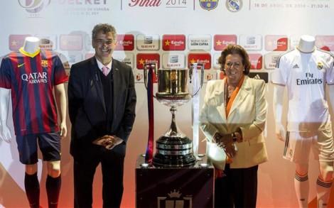 alcaldesa-valencia-rita-barbera-presidente-federacion-espanola-futbol-angel-maria-villar-durante-inauguracion-exposicion-del-trofeo-copa-del-rey-celebrada-valencia-1397386073609