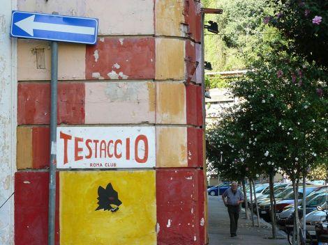 El barrio de Testaccio: originariamente un barrio obrero, ahora la conformación social ha cambiado, pero el romanismo se queda como característica peculiar de la zona. Foto de R. Eats.