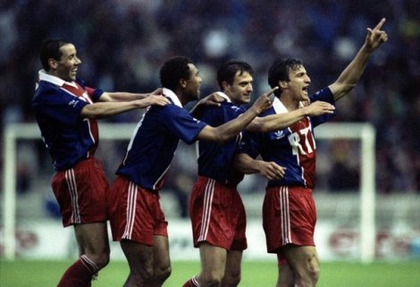 635599_from-l-to-r-paul-le-guen-antoine-kombouare-alain-roche-david-ginola-wave-to-supporters-after-gin1