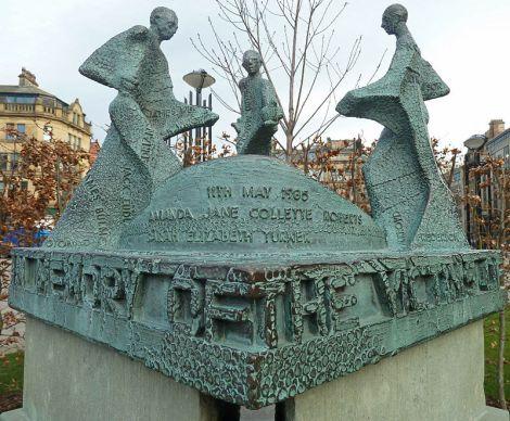 Monumento en la entrada de Valley Park