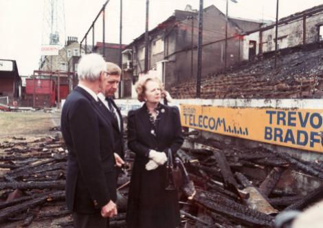 Margaret Thatcher en el lugar de la tragedia