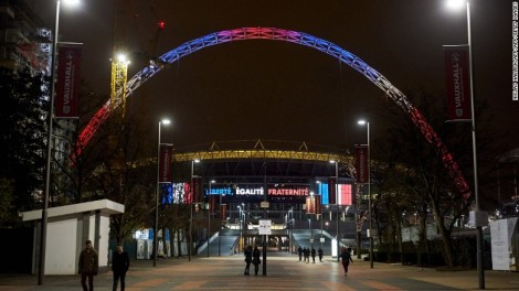 Las luces de Wembley formando la bandera francesa