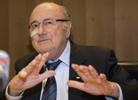 Blatter da una rueda de prensa en respuesta al veredicto del Comité de Ética de la FIFA, en la antigua sede de la FIFA, el Hotel Sonnenberg, en Zúrich