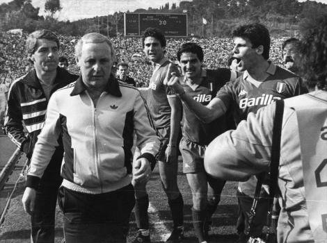 Sebino Nela al final de Roma-Dundee 3-0, semifinal de la Copa de Campeones 1983-84