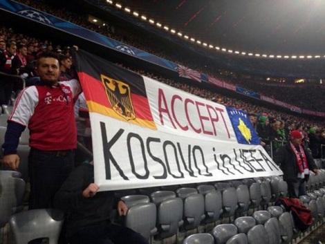 bayern-fans-kosovo-banner