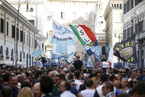 Foto Vincenzo Livieri - LaPresse 14-07-2016 - Roma - Italia Cronaca Manifestazione dei tifosi della Lazio in Piazza Santi Apostoli Photo Vincenzo Livieri - LaPresse 14-07-2016 - Rome - Italy News Demonstration of Lazio supporters