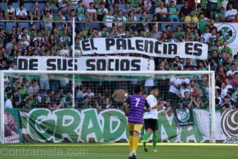 La afición del Racing se solidariza con los socios del CD Palencia